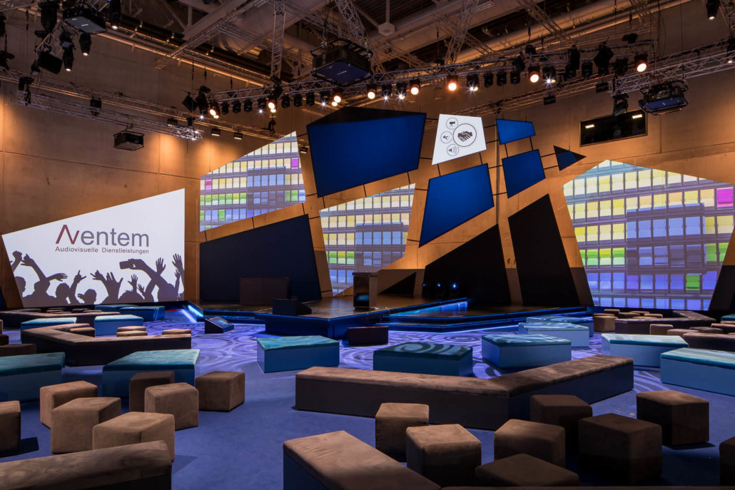 AVENTEM verantwortlich für Gestaltung hochwertiger Bühnen bei Premiere der Smart Country Convention in Berlin